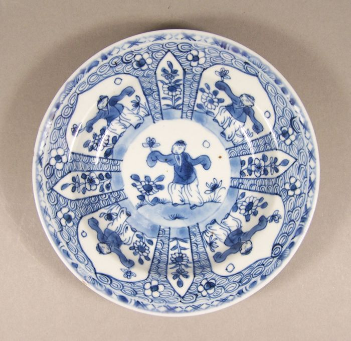 Piatto - Blu e bianco - Porcellana - Ragazzi - A blue and white cream plate decorated with 'zotjes', ca 1735-1745 - Cina - Qianlong (1736-1795)