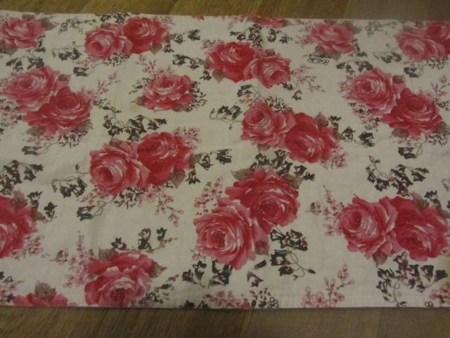 Table runner cotton Mood Collection - roses images ? -cotton