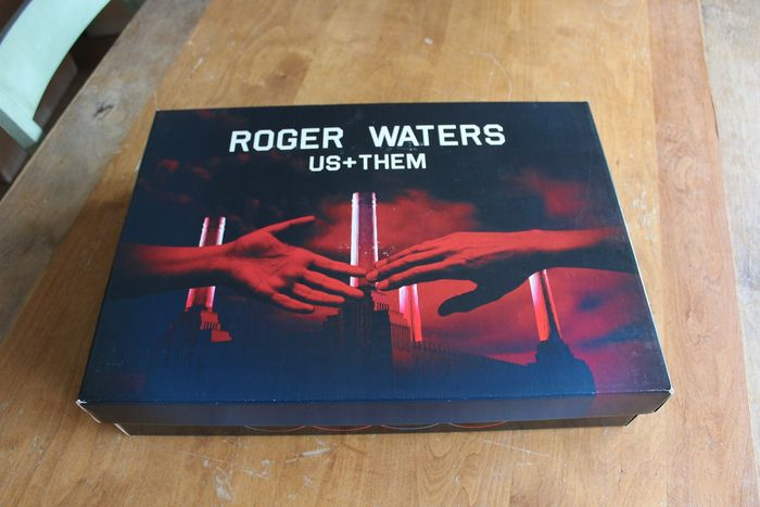 Pink Floyd & Related - Roger Waters - US & Them VIP Package - Official merchandise memorabilia item - 2017