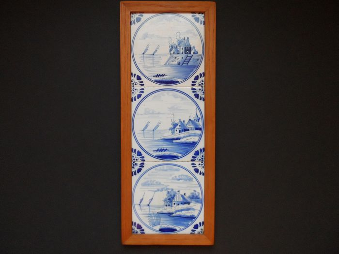 Hand painted - Beautiful Delft blue tile tableau with 3 Dutch circle tiles with boats church houses (1) - earthenware and wood