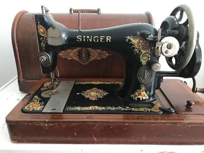 Singer 128K - Sewing machine with wooden dust cover, 1913 - Iron (cast/wrought)