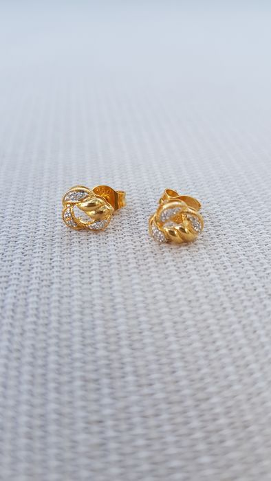 18 kt yellow gold - Earrings, brilliant-cut stones