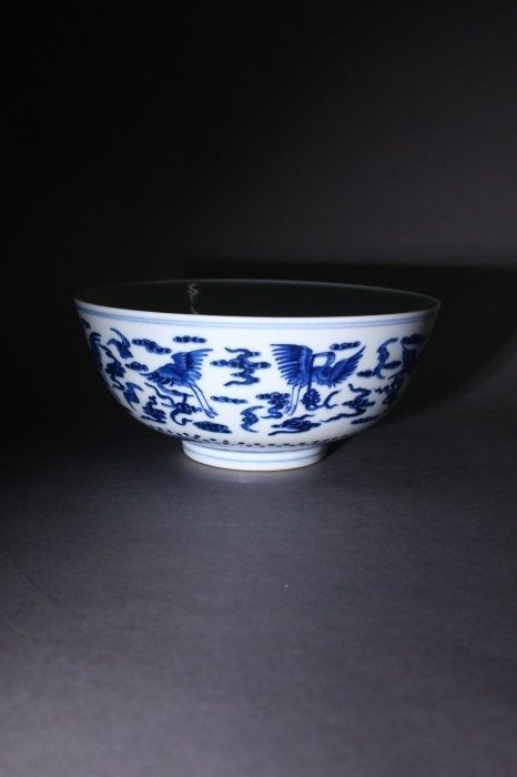 Ciotola - Porcellana - A BLUE AND WHITE CRANE BOWL - Cina - Fine XX secolo
