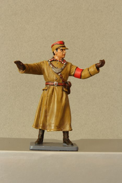Thomas Gunn - BER005A - Figure  Browncoat Policeman Berlin Directing Traffic - 1940-1949 - U.S.