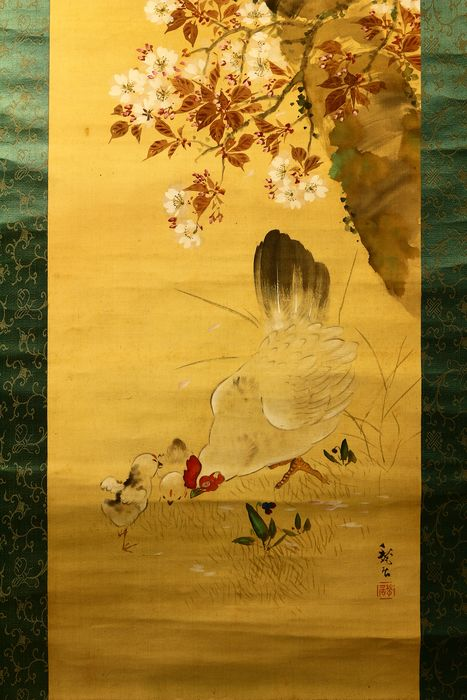 Hanging scroll - Paper, Silk, Wood - Chickens under sakura tree - With signature and seal 'Shukyo' 甃居 - Japan - ca. 1920-40 (Taisho to Showa period)