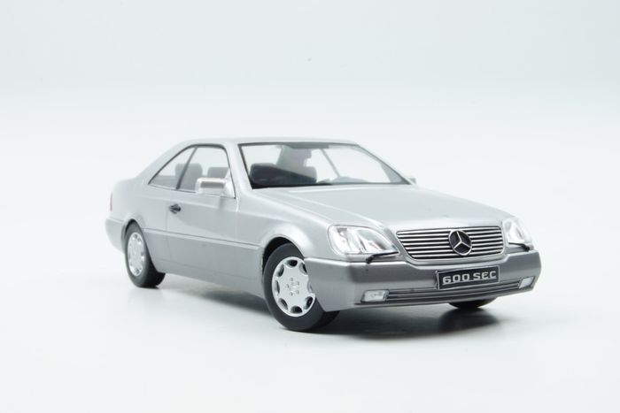 KK Scale - 1:18 - Mercedes-Benz 600 SEC 1992 Zilver - Limited edition : 1 of 750 pieces.