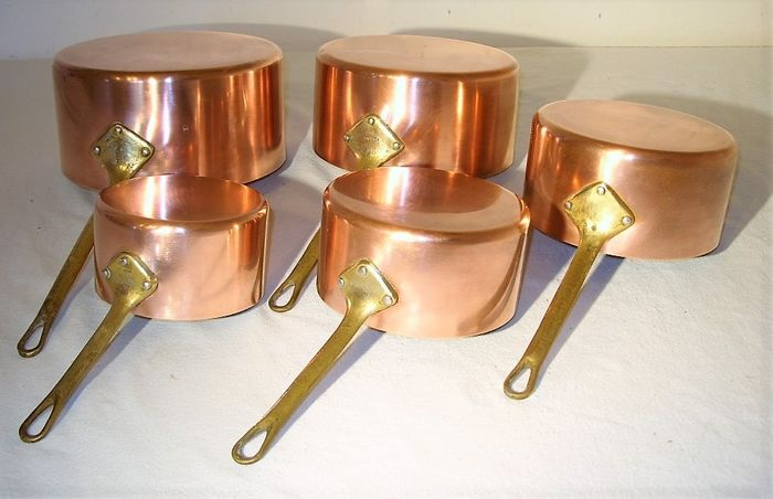 Tournus France - A set of 5 French pans - Copper, brass