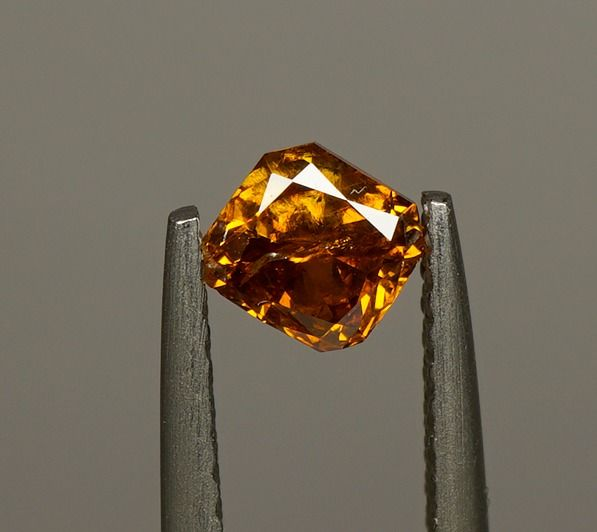 2 pcs Diamantes - 0.92 ct - Peso total (0.50 / 0.42) - Radiante - fancy vivid yellow orange - I1-I2  No Reserve