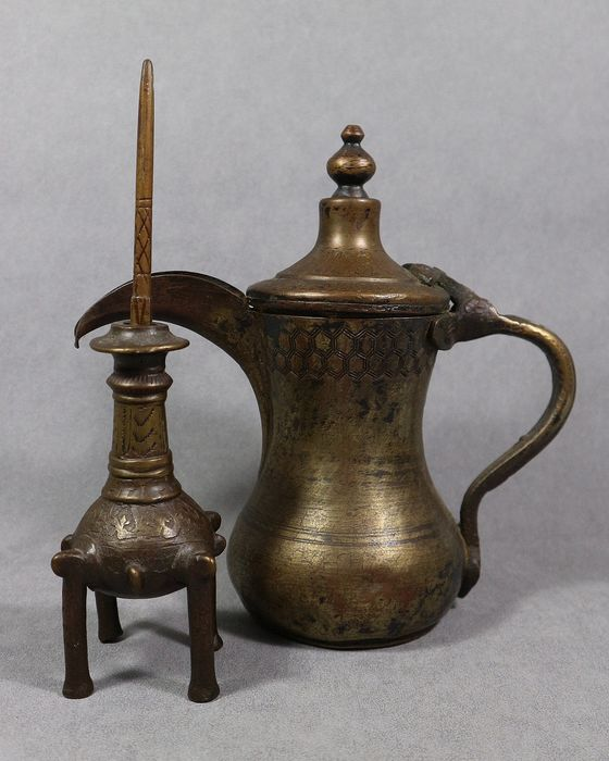 Kohl container and jug (2) - Bronze - India - Early 19th century