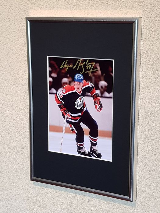 Ice Hockey - Wayne Gretzky - hand signed framed photograph