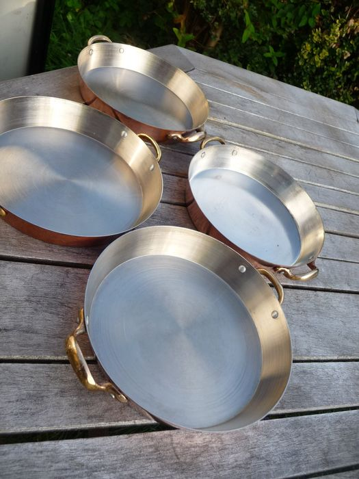 four round pans (1426 g (4) - Copper