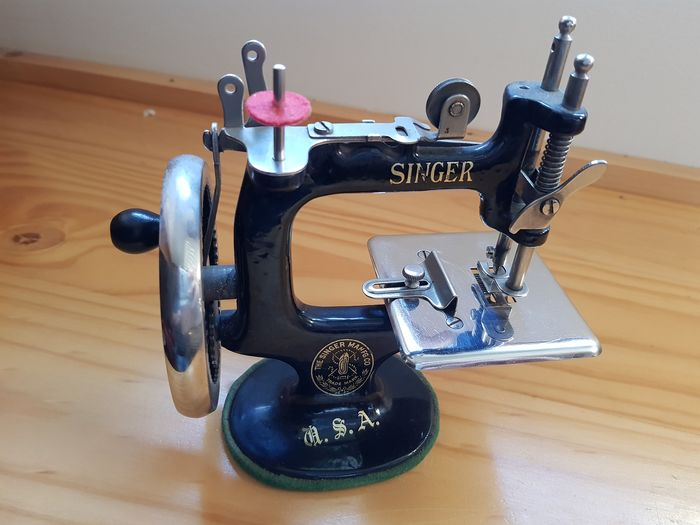 Singer SewHandy Model 20 - Sewing machine for girls, 1920s - Iron (cast/wrought)