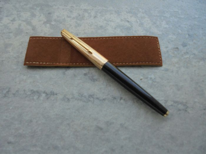 Parker - Fountain pen - Black 61 and gold plaque parker pen is unique