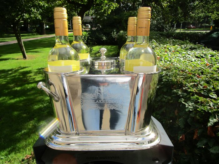 luxuriouse silver plated wine cooler for 4 bottles with compartment for ice in the middle.