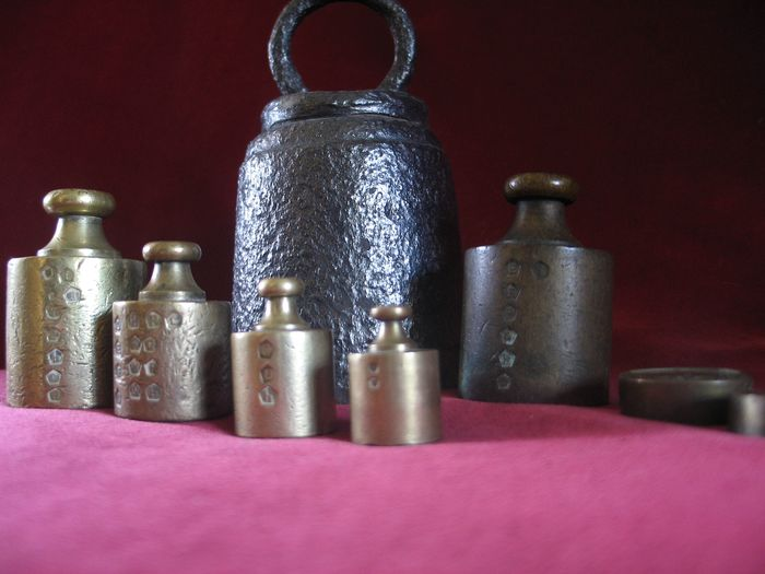 Lot with antique weights - Copper, Iron, Bronze