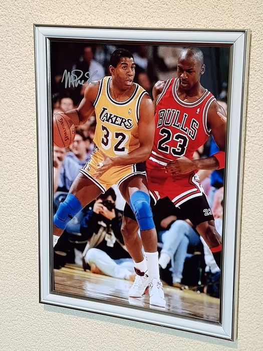 LA Lakers, Chicago Bulls - NBA Basketbal - Magic Johnson and Michael Jordan - large framed signed photograph (signed by Magic)