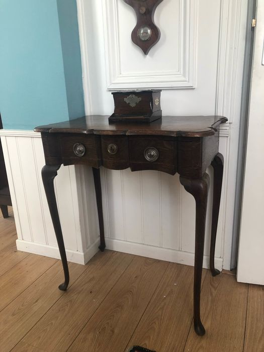 Tea table - Queen Anne Style