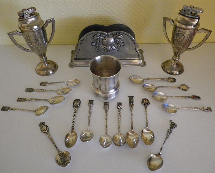 16 collection spoons with punches, 2 table lighters, 1 silver tumbler, 1 menu holder (20) - Silver metal, silver, tin