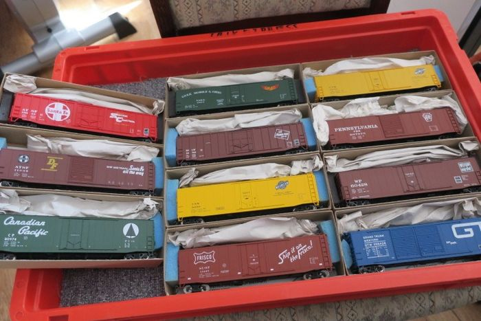 """Accurail H0 - Freight carriage - 11 x built kits 50 """" - diverse US Gesellschaften"""