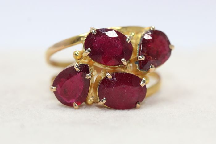 18 kt. Gold - Ring - 4.00 ct Ruby