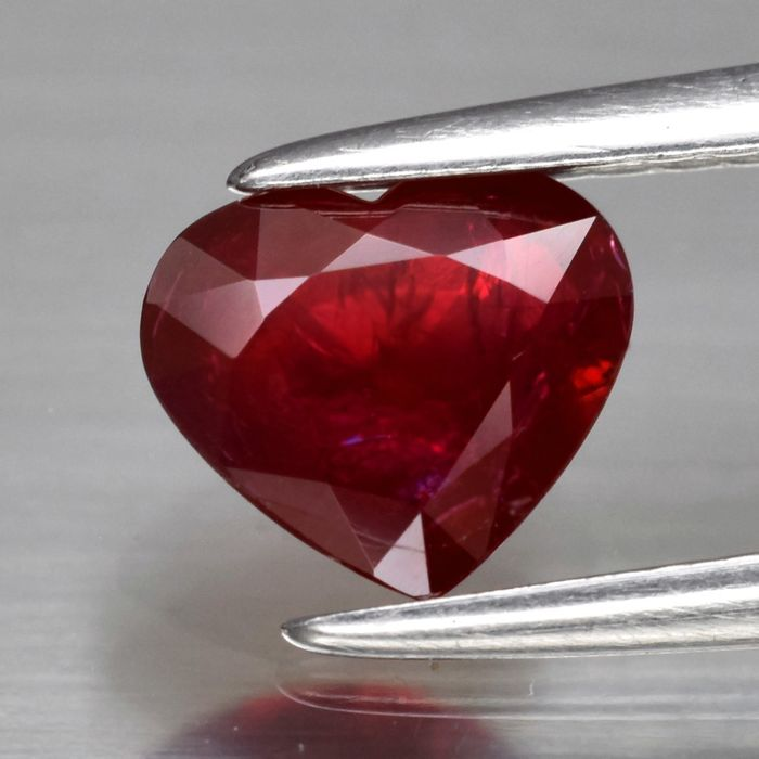 Ruby - 0.77 ct