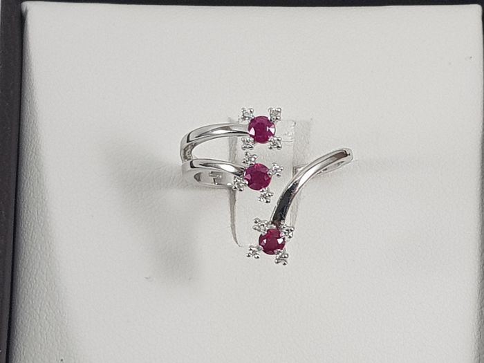 18 kt. White gold - Ring - 0.43 ct Ruby - Diamonds