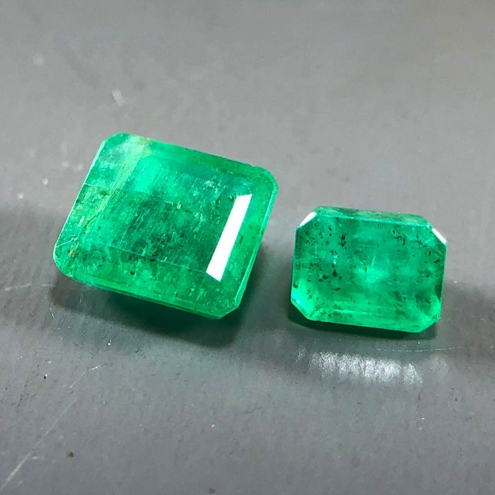 2 pcs Green Emerald - 1.10 ct