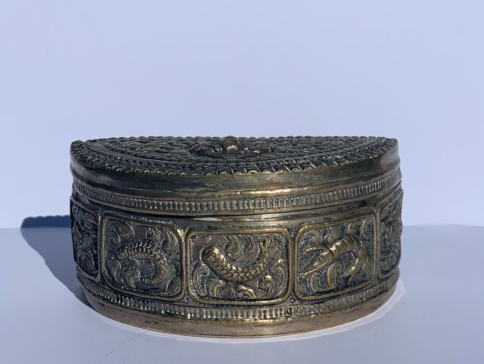 Half moon box (1) - Copper, Silverplate - Laos - Early 20th century
