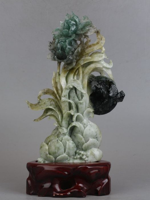 Beautiful old statue with wooden base - Serpentine - China - Post 1900