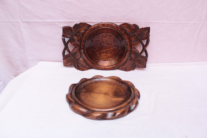 """Two carved plates signed """"A.Bouchez"""" in style of Black Forest wood carving - Wood"""
