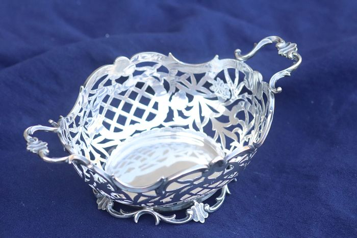 Open worked basket (bonbonnière) - .835 silver - Netherlands - First half 20th century
