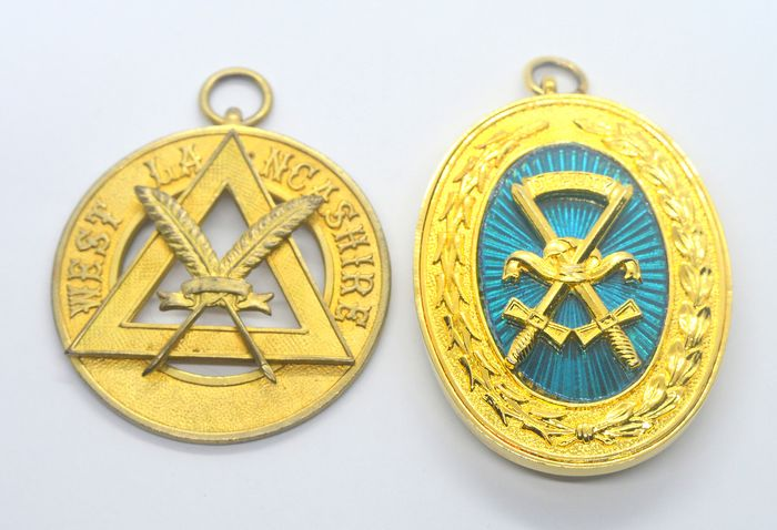 Lot of 2 Goldplated Masonic Medals Jewels  - Medal (2) - Brass, Enamel, Goldplate