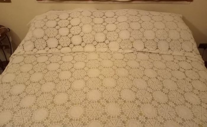 Bedspread (1) - Art Deco - Lace and hand embroidery on linen fabric - Second half 20th century