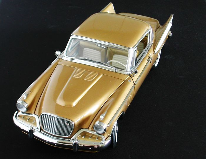 Yat Ming - 1:18 - 1958 Studebaker Golden Hawk -  with Extras
