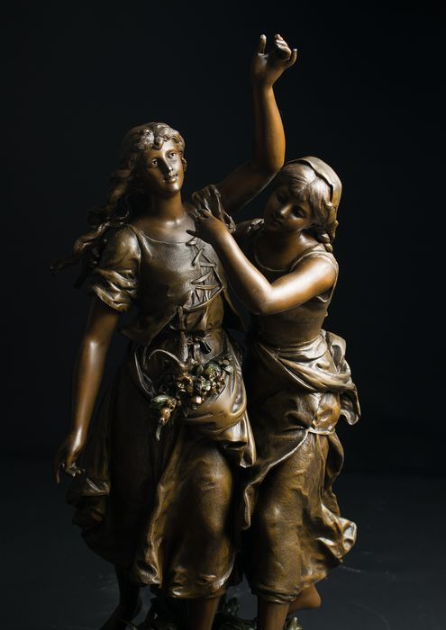 """Hippolyte Francois Moreau (1832-1927) - Large sculpture """"The girls in the field"""" - 65 cm - Spelter - ca. 1900"""