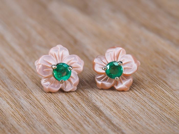 14 kt. Yellow gold - Earrings - 1.00 ct Emerald - Mother of pearl.