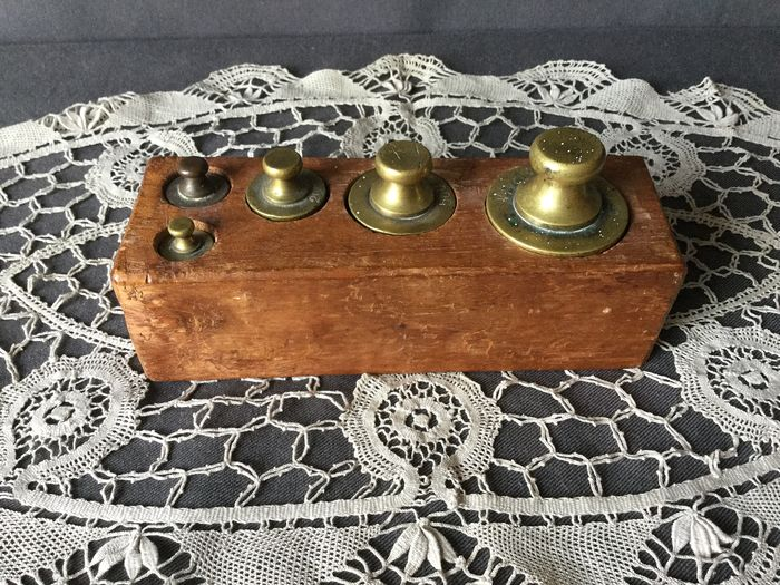 Beautiful copper scales weights complete in a wooden block - Copper
