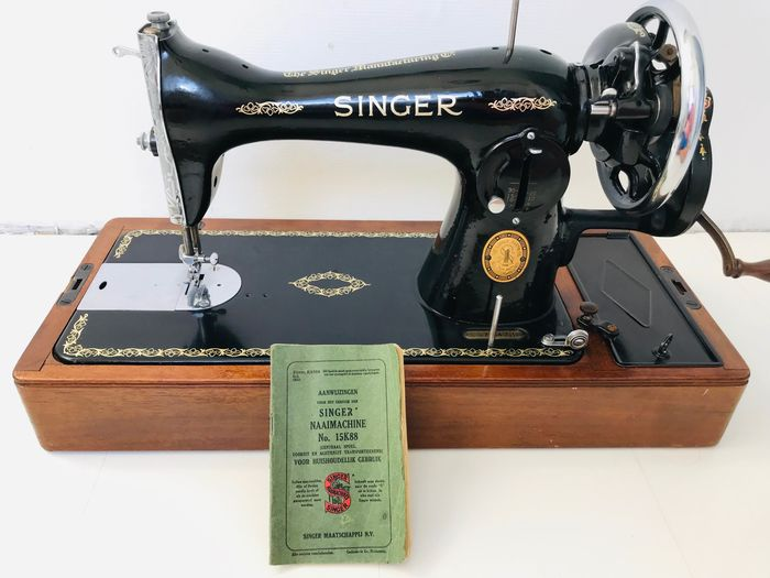 Singer 15K - Sewing machine, 1951 - Iron (cast/wrought), Wood