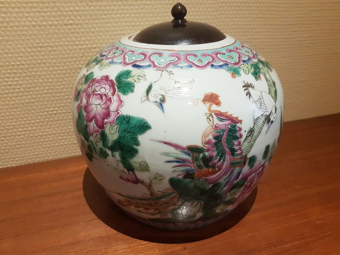 Jar (1) - Porcelain - Famille rose with flowers and birds - China - 19th century