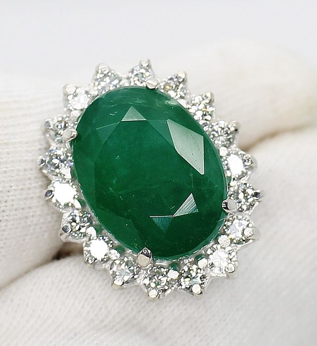 White gold - 18 kt.- Ring - 9.31 ct IGI Emerald 1.44ct VVS- Diamonds