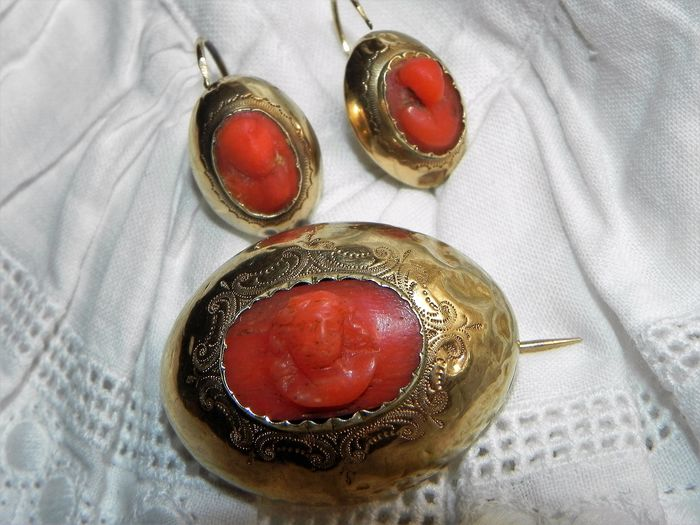 14 kt. Yellow gold - Archaeological Revival Brooch and Earrings Coral Gold Neo Classical Etruscan 585 Gold Coral