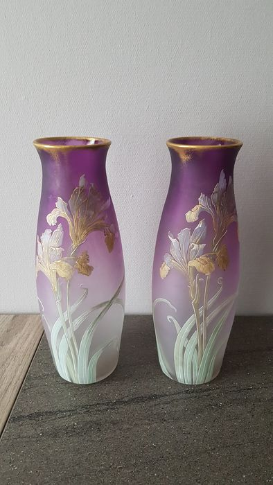 Legras & Cie (toeschrijving) - satined vase with flower decoration