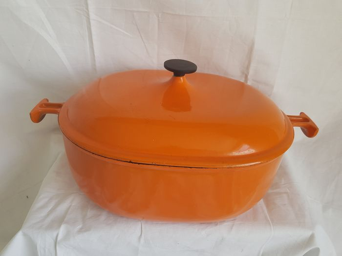 Le Creuset - Enzo Mari - Large oval cast iron cast-in frying pan (33 cm) with lid in orange (1) - cast iron