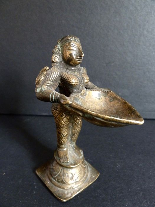 Statuette of Dipa Lakshmi - Bronze - South of India - 19th century
