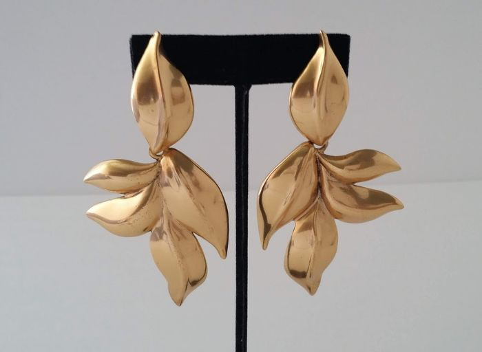 Oscar De La Renta Bold Leaf Dangle Earrings
