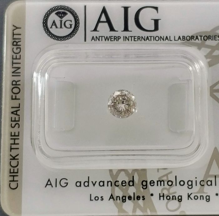 1 pcs Diamond - 0.61 ct - Round - light brown - I1 - NO RESERVE PRICE