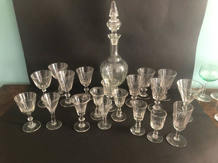 Decanter with glasses (20)