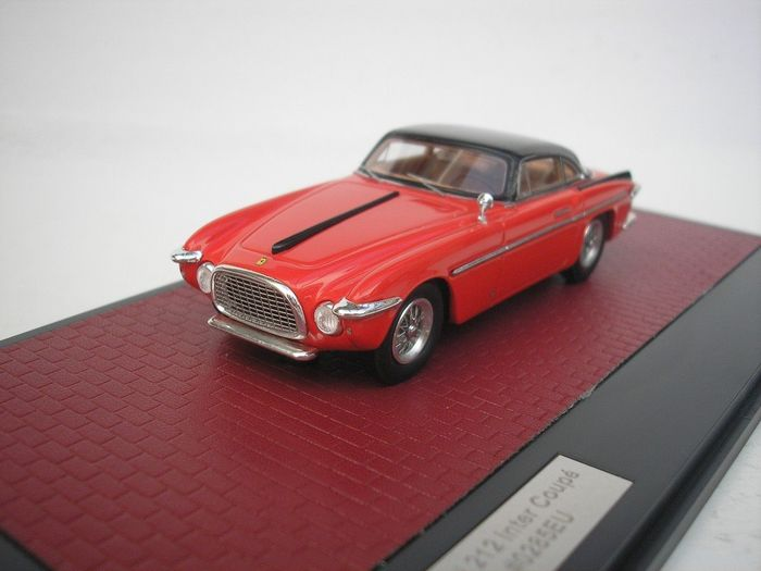 Matrix - 1:43 - Ferrari 250 Inter Coupe Vignale - 1953 - Red / Black - 408 pcs