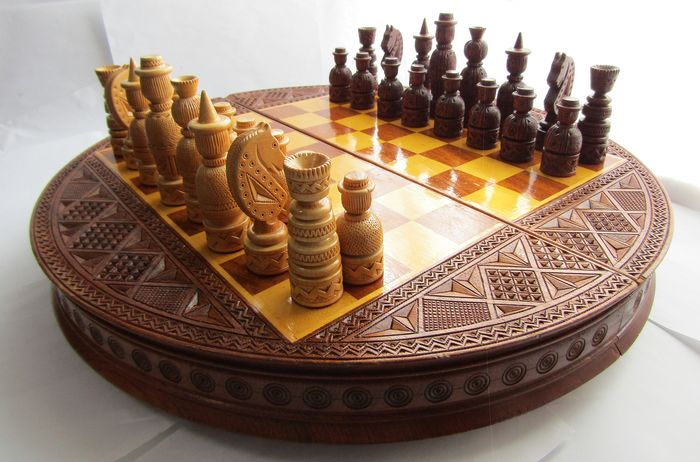 Handmade - Full set  Original Chess game - A heavy dense tree with a beautiful pattern.