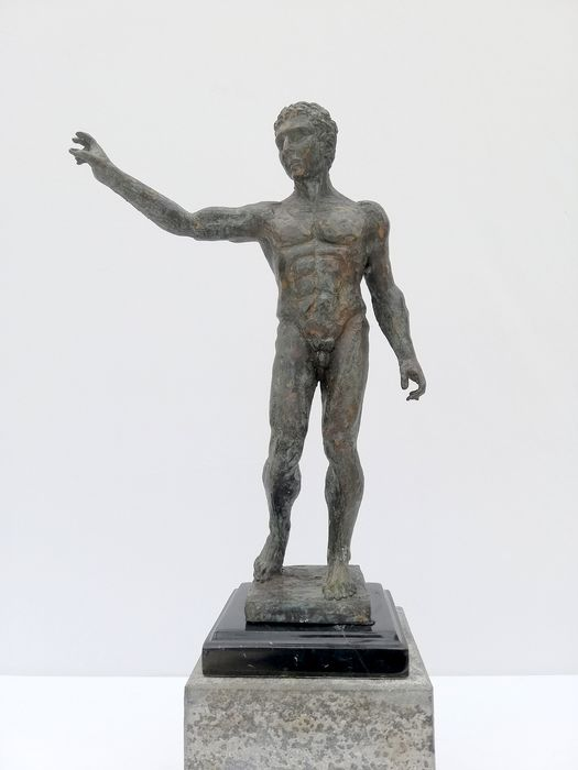Sculpture of a naked roman - Bronze, Marble